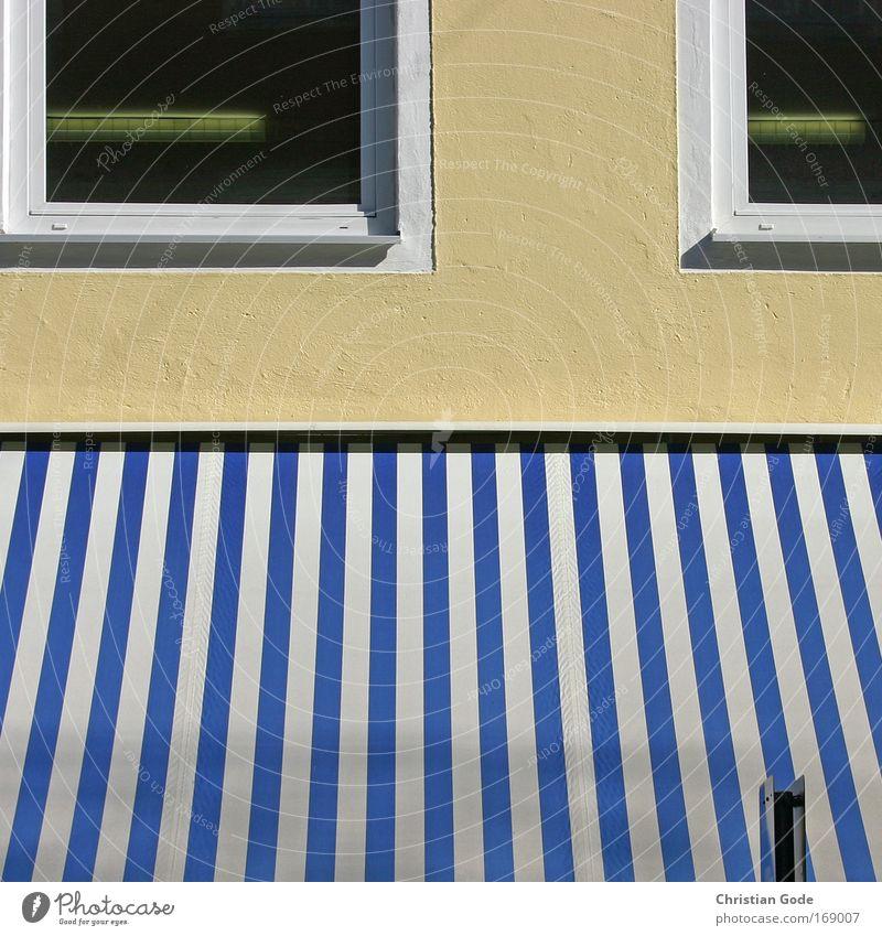 Fassade blau Haus Fenster Wand Architektur Gebäude Mauer Streifen Bauwerk Fensterscheibe Markise Fensterrahmen Fensterfront