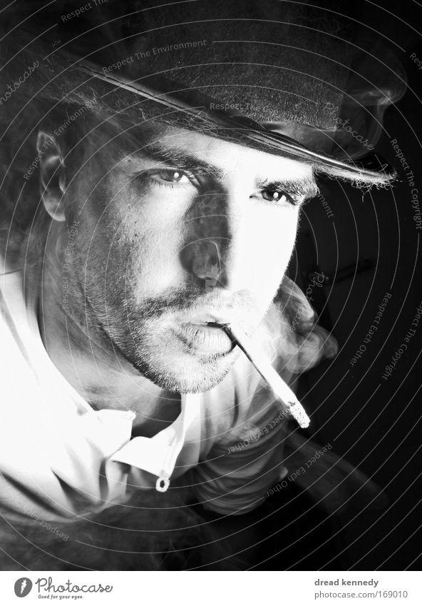 Gambling Ben Mensch Mann schön Gesicht ruhig Gefühle Denken Stimmung Kraft Erwachsene Coolness Kommunizieren authentisch Rauchen einzigartig Warmherzigkeit