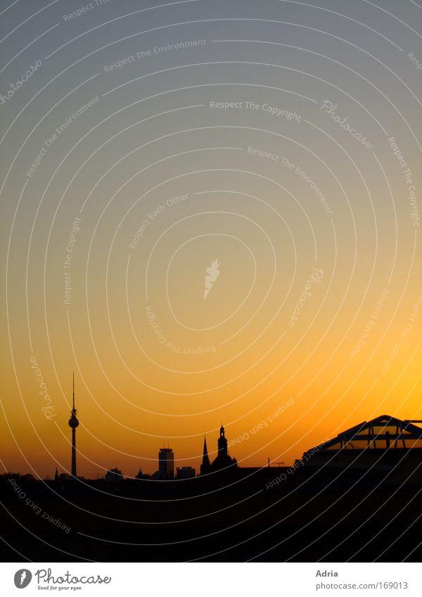 du bist immer bei mir Stadt Berlin groß hoch Ausflug Tourismus Turm Kultur Skyline Wahrzeichen Stadtzentrum Sonnenuntergang Fernweh Berlin-Mitte Berliner Fernsehturm