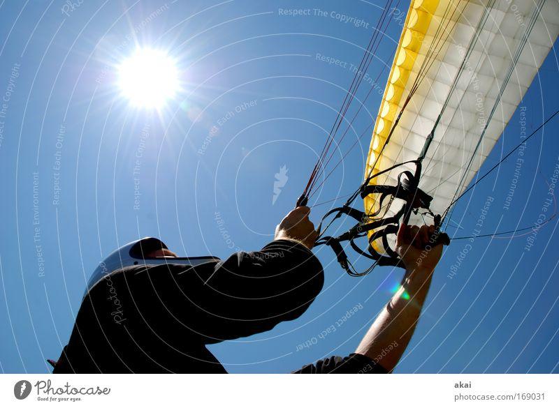 300.......Hey Jo Mensch Mann weiß blau Freude gelb Sport Bewegung Erwachsene maskulin Luftverkehr Abenteuer Freizeit & Hobby Lebensfreude festhalten Schönes Wetter
