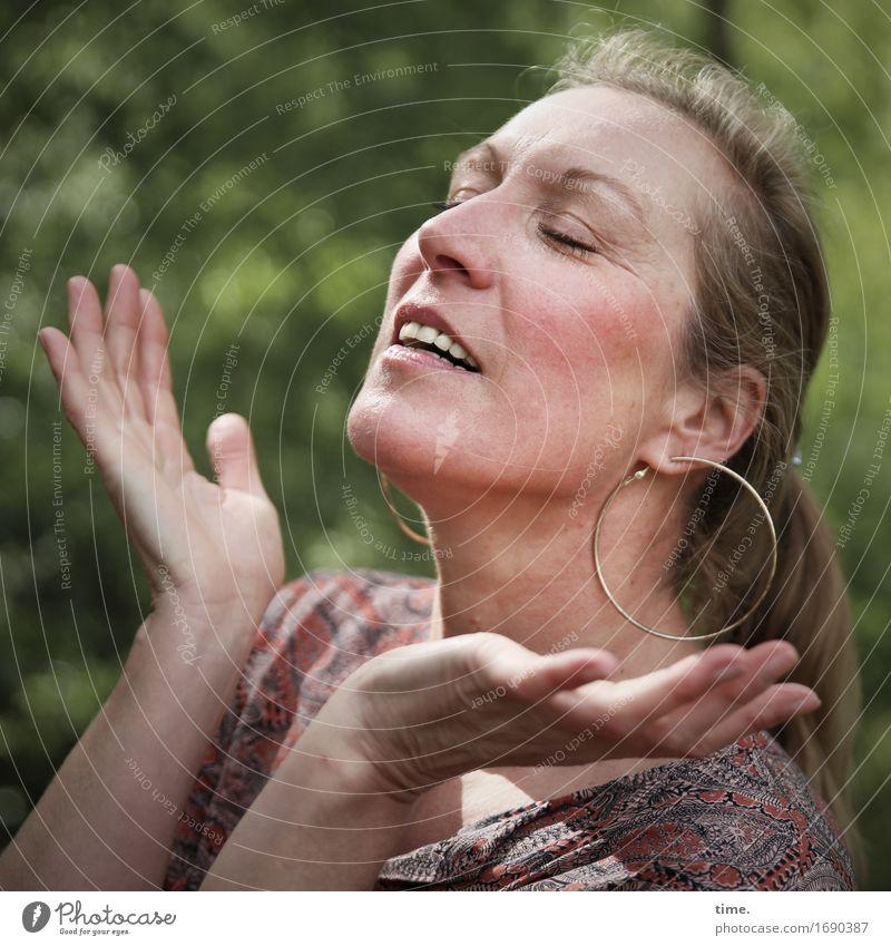 . Mensch schön Erholung Freude Wald Leben Gefühle feminin Glück Feste & Feiern Zufriedenheit Kraft blond ästhetisch Lebensfreude Wellness