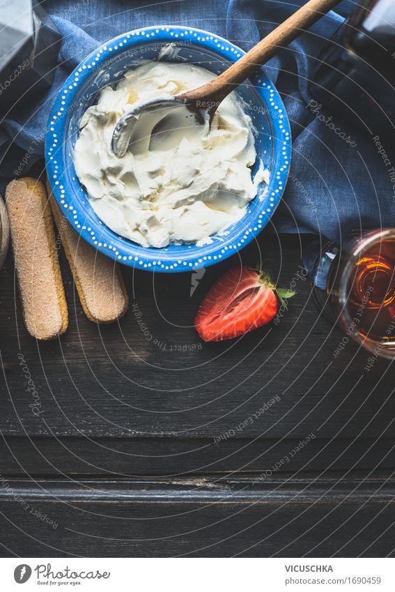 Schale mit Mascarpone Creme und Kochlöffel Lebensmittel Milcherzeugnisse Frucht Dessert Ernährung Bioprodukte Vegetarische Ernährung Italienische Küche Geschirr
