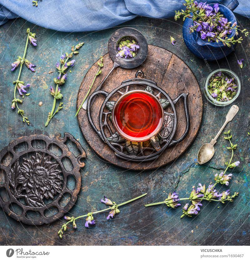 Tasse mit Kräutertee und frische Heilkräuter Getränk Heißgetränk Tee Geschirr Löffel Stil Gesundheit Alternativmedizin Gesunde Ernährung Leben Sinnesorgane Kur