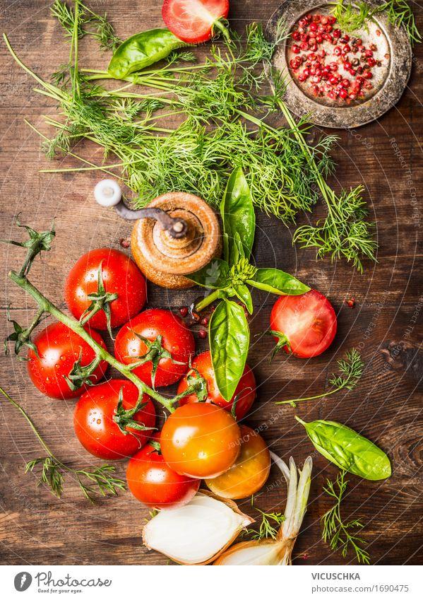 Frische rote Tomaten mit Kräuter grün Gesunde Ernährung Leben Foodfotografie Essen Stil Lebensmittel Design Häusliches Leben frisch Tisch Kräuter & Gewürze