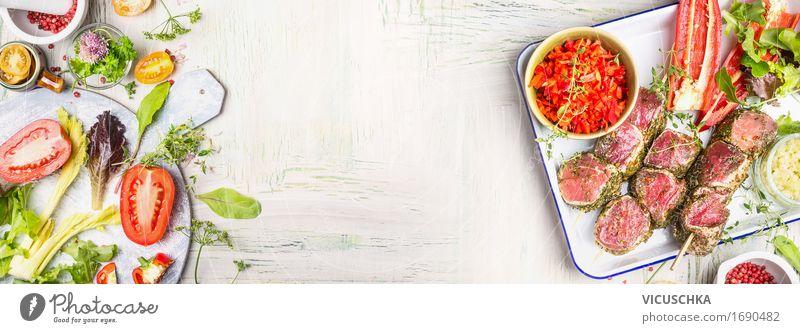 Fleischspieße mit Gemüse und Salat Lebensmittel Salatbeilage Kräuter & Gewürze Ernährung Abendessen Büffet Brunch Festessen Bioprodukte Geschirr Stil Design
