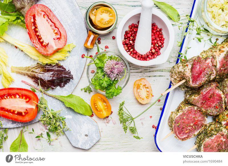 Zubereitung von Fleisch Spieße mit Gemüse Zutaten Lebensmittel Kräuter & Gewürze Öl Ernährung Mittagessen Büffet Brunch Festessen Picknick Bioprodukte