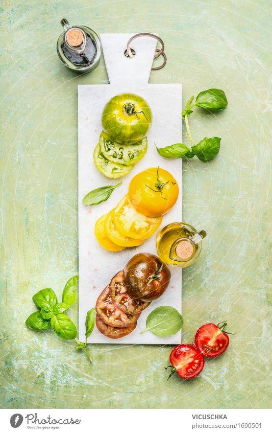Bunte Tomaten fürs Kochen Sommer weiß Gesunde Ernährung gelb Leben Stil Lebensmittel Design Tisch Küche Gemüse Bioprodukte Restaurant Flasche Abendessen