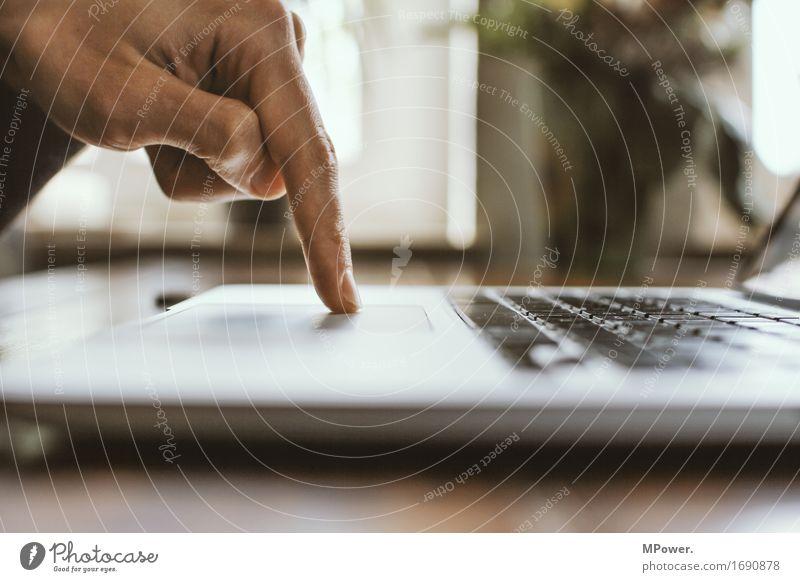 klick Technik & Technologie Unterhaltungselektronik High-Tech Telekommunikation Informationstechnologie Internet Mann Erwachsene Hand 1 Mensch