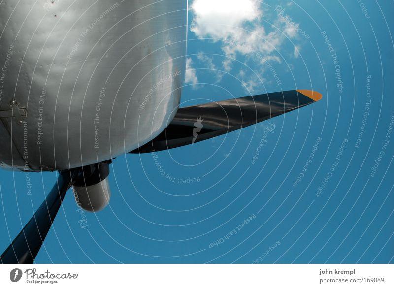 spin doctor Himmel blau Wolken Ferne Freiheit fliegen glänzend frei Luftverkehr Flugzeug Sehnsucht Flughafen silber Fernweh Motor Fluggerät