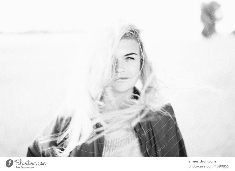 Portrait Mensch schön Gesicht Leben Lifestyle feminin Stil Gesundheit Glück Haare & Frisuren frei frisch elegant blond ästhetisch authentisch