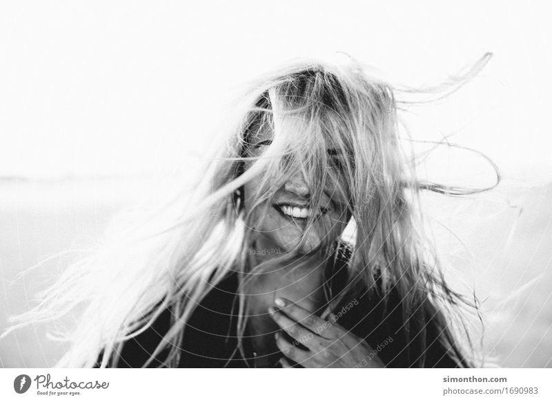 Smile Mensch schön Erotik Freude Wärme lustig natürlich feminin Gesundheit Glück Haare & Frisuren wild frei frisch elegant blond