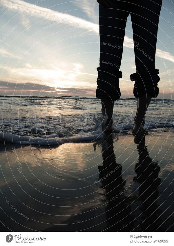 Sonnenuntergangsfüße reloaded Himmel Sommer Fuß See Beine Wellen Küste warten Sicherheit Kitsch Schutz Vertrauen fantastisch Warmherzigkeit berühren
