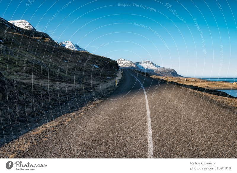 Middle of the Road Himmel Natur Ferien & Urlaub & Reisen Landschaft Erholung Ferne Berge u. Gebirge Umwelt Straße Leben Wege & Pfade Erde Tourismus Horizont