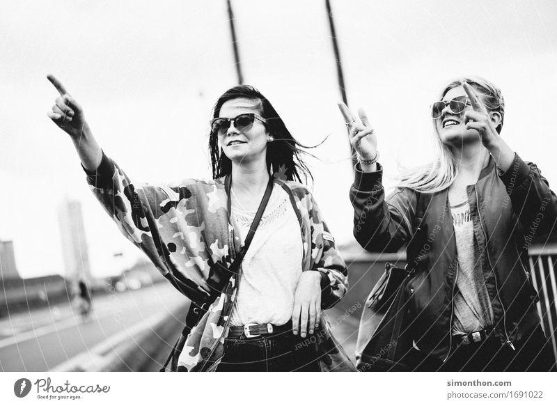 Ausflug Mensch Ferien & Urlaub & Reisen Jugendliche Ferne Leben sprechen feminin gehen Freundschaft Tourismus Kommunizieren laufen lernen Lebensfreude kaufen