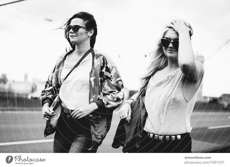 Friends Mensch Ferien & Urlaub & Reisen Jugendliche Erholung Leben feminin Stil Familie & Verwandtschaft Glück Stimmung Zusammensein Freundschaft einzigartig