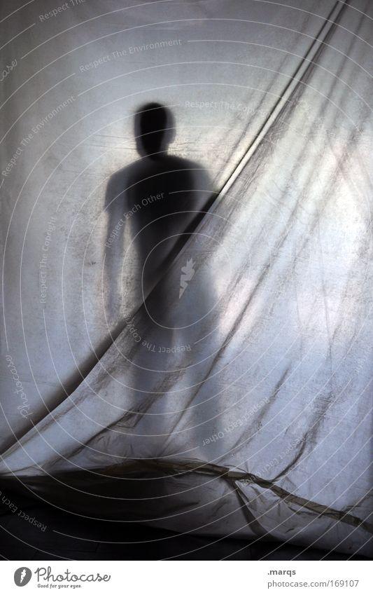 Durchblick Mensch Einsamkeit Erwachsene Traurigkeit Angst warten maskulin Suche außergewöhnlich stehen bedrohlich Kunststoff Neugier gruselig Stress Vorhang