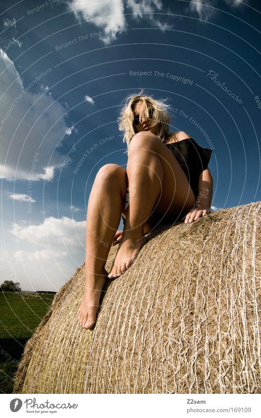 lena in heaven schön Sommer Freude feminin Erotik Glück Stil Beine Zufriedenheit Freizeit & Hobby blond sitzen Mode modern ästhetisch Bekleidung