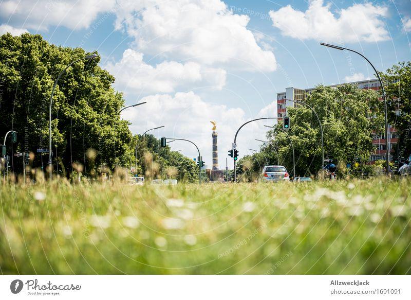 Berlin Natur blau grün Wolken historisch Wahrzeichen Hauptstadt Sehenswürdigkeit Denkmal Stadtzentrum Wolkenhimmel Tiergarten Siegessäule