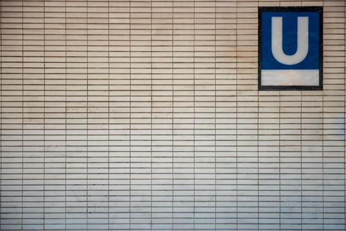 U Stadt Berlin Verkehr Schriftzeichen Schilder & Markierungen Güterverkehr & Logistik Hauptstadt Fliesen u. Kacheln U-Bahn Station Verkehrsmittel Haltestelle