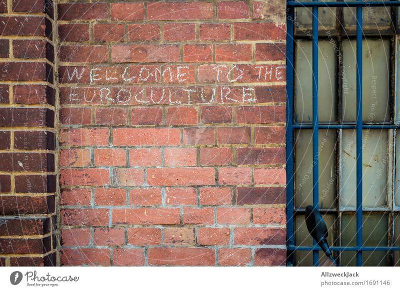 Eurokultur I Hauptstadt Mauer Wand dunkel rot Freundschaft Zusammensein Mitgefühl Güte Gastfreundschaft Menschlichkeit Solidarität Hilfsbereitschaft Europa