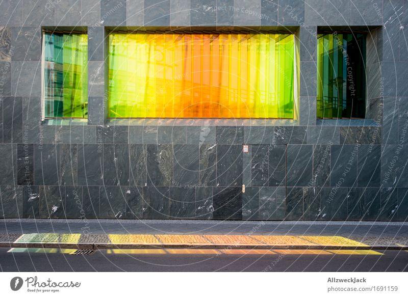 Bunt Hauptstadt Architektur Fassade regenbogenfarben Regenbogen gelb grün rot Farbglas Glasscheibe Fenster Farbenmeer Farbenspiel Lichtspiel Lichteinfall