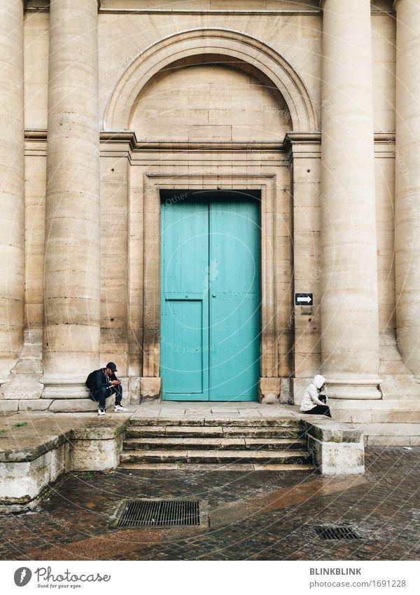 Paris Türkis Mensch 2 Jugendkultur Kleinstadt Stadt Altstadt Kirche Dom Architektur Treppe Straße Mütze Stein Kommunizieren Ferien & Urlaub & Reisen sitzen