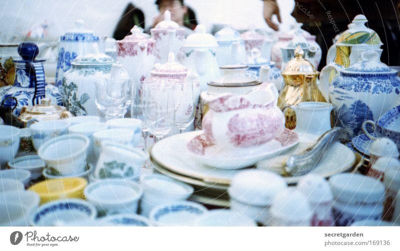 versteckter goldschatz blau weiß Ernährung Glas elegant glänzend Gold Dekoration & Verzierung trinken Kultur Lomografie Kitsch Markt Vase Tisch Tee