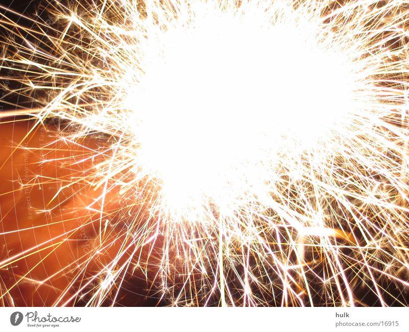 Wunderkerze gelb Silvester u. Neujahr Langzeitbelichtung Brand Feuerwerk Funken orange