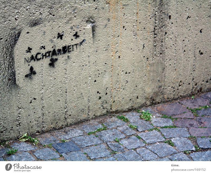 A Hard Night's Day (Reprise) blau Arbeit & Erwerbstätigkeit grau Stein Mauer Wege & Pfade Graffiti Beton Studium Ecke Information Kopfsteinpflaster Material