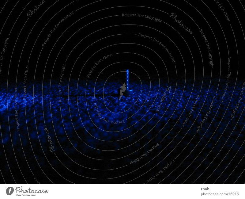 Blue light Lichtspiel Schraube dunkel Mechanik Dinge blau