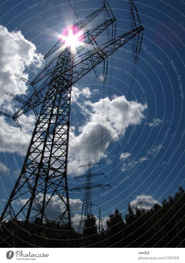 Solarstrom Technik & Technologie Fortschritt Zukunft Energiewirtschaft Energiekrise Industrie Strommast Elektrizität Hochspannungsleitung Stromtransport Umwelt