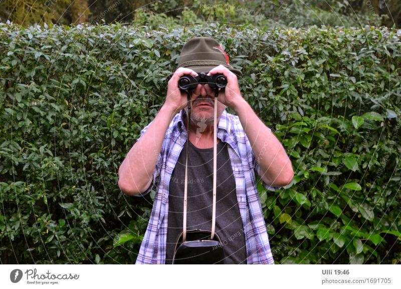 Ich sehe euch! (Nr. 90) Mensch Mann Sommer Senior Garten Kopf maskulin Geburtstag stehen Sträucher 60 und älter warten beobachten Schönes Wetter Neugier