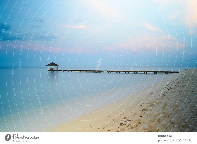 Beach at sunrise Massage Ferien & Urlaub & Reisen Sommer Sommerurlaub Strand Meer Steg Pavillon Sand Wasser Himmel Horizont Schönes Wetter Karibisches Meer