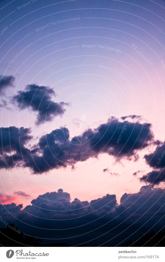 Wolken Gewitter Gewitterwolken Kumulus Abend Dämmerung Abenddämmerung Himmel dunkel Tiefdruckgebiet Meteorologie Wetterdienst Textfreiraum