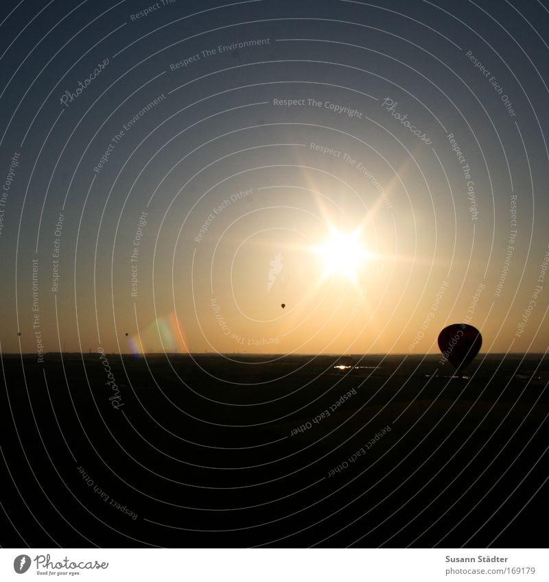 Mondfahrt Sommer ruhig Ferne Freiheit träumen Luft Zusammensein fliegen Horizont Ausflug Luftverkehr Abenteuer fahren Freizeit & Hobby Ballone