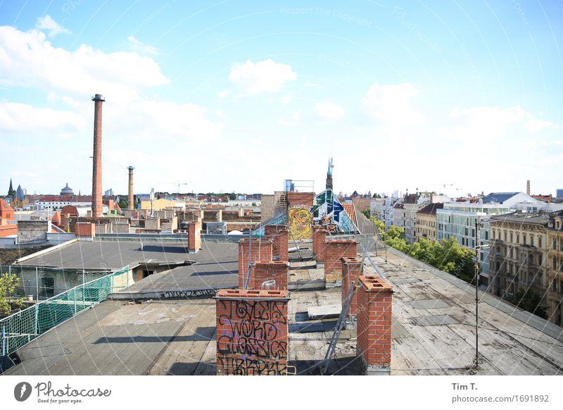 Himmel über Berlin Stadt Hauptstadt Stadtzentrum Altstadt Skyline Menschenleer Haus Dach Schornstein Antenne entdecken Wolken Fernsehturm Farbfoto Außenaufnahme