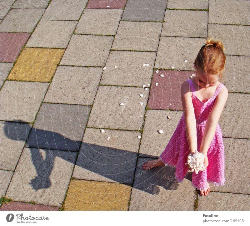 Für mich solls weiße Rosen regnen! I Mensch Kind Jugendliche schön Mädchen Sommer Blume Haare & Frisuren Glück Blüte Frühling Erde Kindheit blond rosa