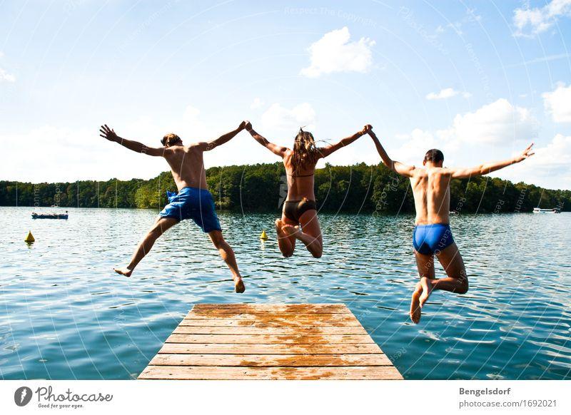 Jump Mensch Ferien & Urlaub & Reisen Jugendliche Sommer Sonne Erholung ruhig Erwachsene Leben feminin Familie & Verwandtschaft Spielen Freiheit