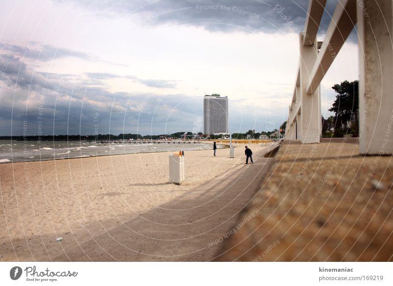 Wellenbrecher Mensch Ferien & Urlaub & Reisen Meer Strand Wind laufen Ausflug Hochhaus Ostsee Junge Frau Hafenstadt