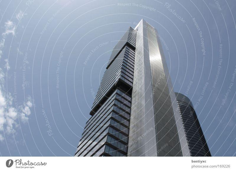 torro caja madrid blau Arbeit & Erwerbstätigkeit grau Kraft glänzend groß Hochhaus hoch Energiewirtschaft silber Respekt Gebäude Madrid Transformator