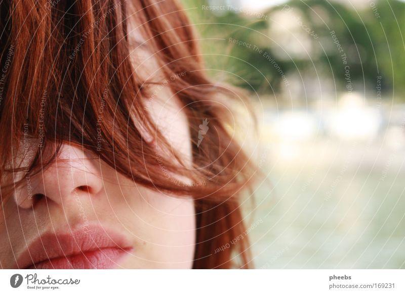 sommer:lippen Haare & Frisuren Wind Sommer Fluss Gesicht Locken Freiheit Schönes Wetter hell Lippen Mund Nase Außenaufnahme Anschnitt