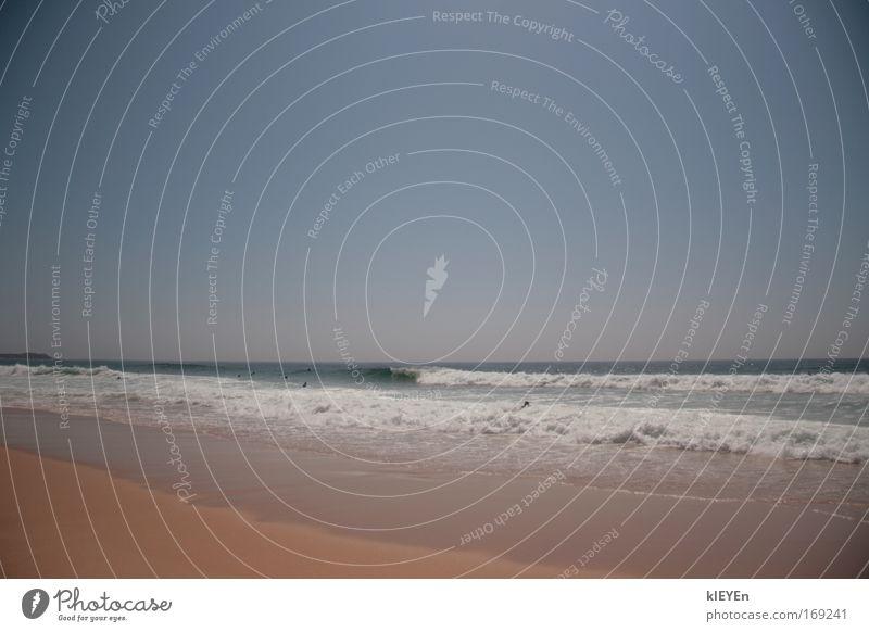 Beach Farbfoto Außenaufnahme Tag Sonnenlicht Starke Tiefenschärfe Totale Sand Wasser Himmel Wolkenloser Himmel Sommer Schönes Wetter Wärme Wellen Küste Strand
