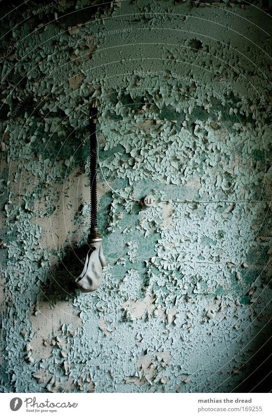 AUFLADESTATION alt blau grün dunkel kalt Wand Mauer Fassade außergewöhnlich Kabel bedrohlich Fabrik gruselig Ruine Putz hängen