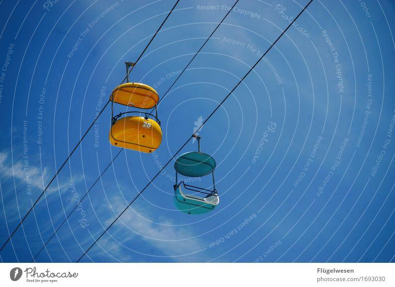 Zweisamkeit Ferien & Urlaub & Reisen Tourismus Ausflug Abenteuer Freiheit Umwelt Himmel Wolken Hochbahn Schwebebahn Seilbahn Skilift Vergnügungspark Jahrmarkt
