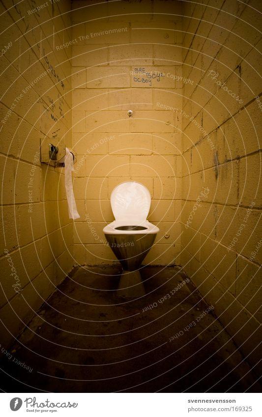 Long Drop Lodge Bad Toilette dreckig dunkel Sauberkeit braun gelb Geruch Farbfoto Innenaufnahme Menschenleer Textfreiraum links Textfreiraum rechts