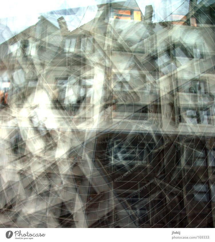 Windows alt Stadt Haus Wand Fenster Stein Mauer Gebäude Architektur Beton Zeit Fassade ästhetisch Dach trashig Bauwerk