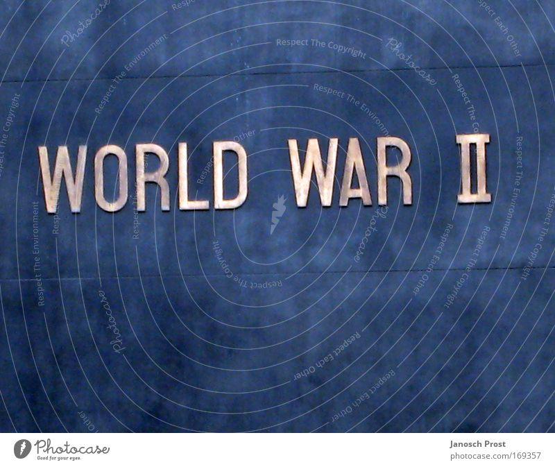 World War II blau Tod Schule Traurigkeit braun Metall Angst Schilder & Markierungen Schriftzeichen Bildung Gewalt Denkmal Vergangenheit historisch Krieg silber