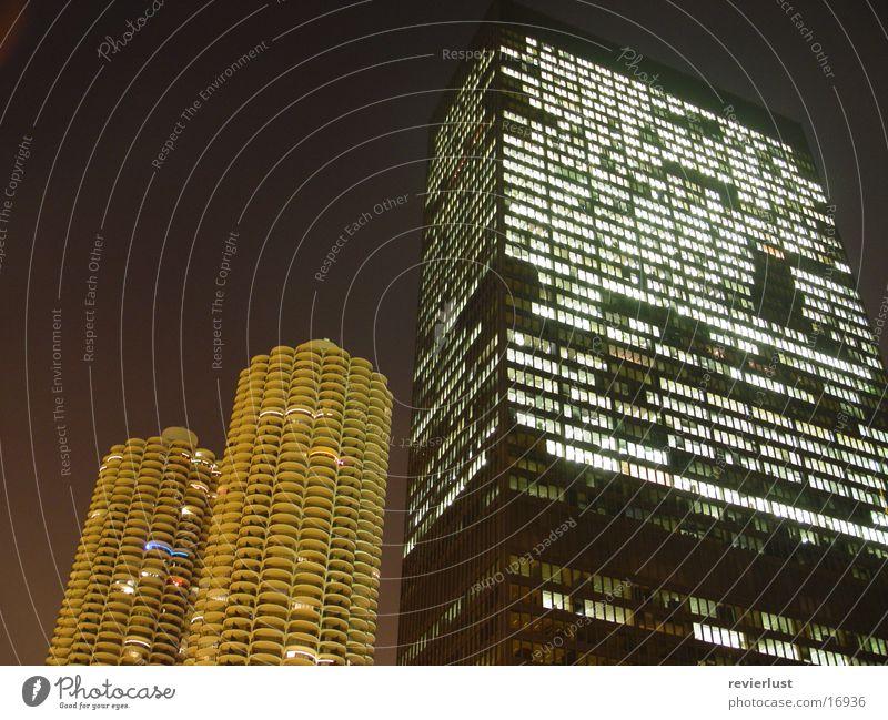 MarinaCity vs. IBM Chicago Hochhaus Nacht Langzeitbelichtung Amerika Architektur Marina City Mies van der Rohe modern