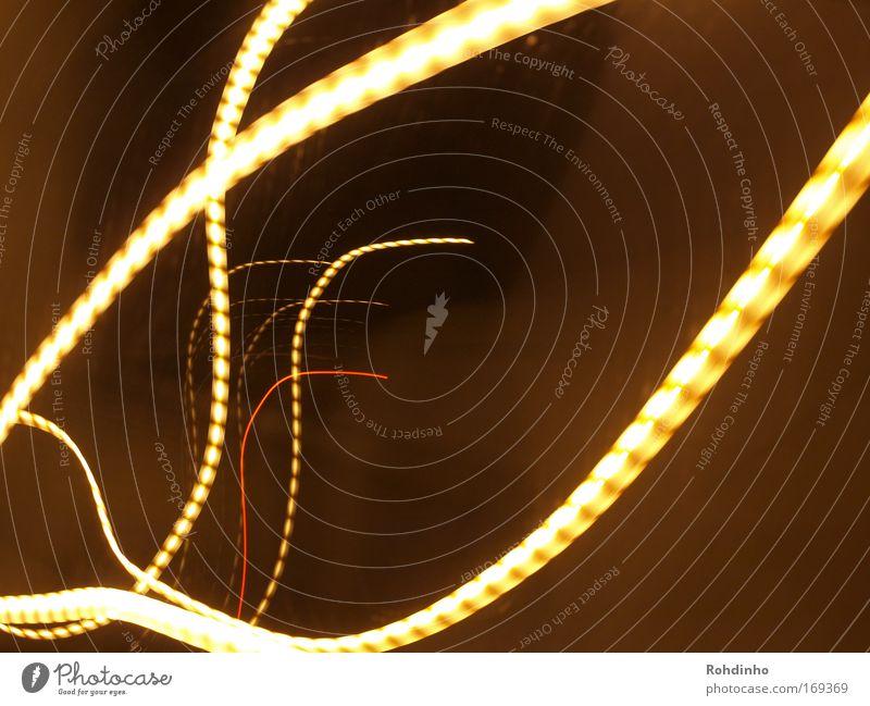 Lichtwürmer Farbfoto Außenaufnahme Experiment abstrakt Muster Menschenleer Nacht Langzeitbelichtung Zentralperspektive Stil Design Leben Kunst Tunnel Verkehr
