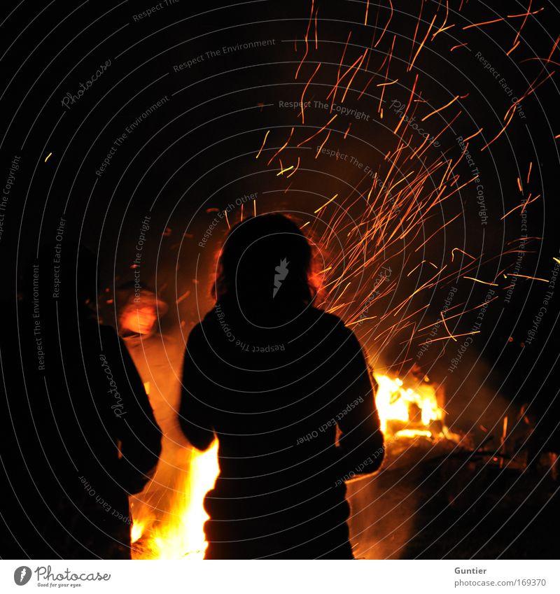 Bauch-warm/Rücken-kalt Farbfoto Außenaufnahme Detailaufnahme Textfreiraum links Textfreiraum oben Nacht Licht Schatten Kontrast Silhouette Langzeitbelichtung